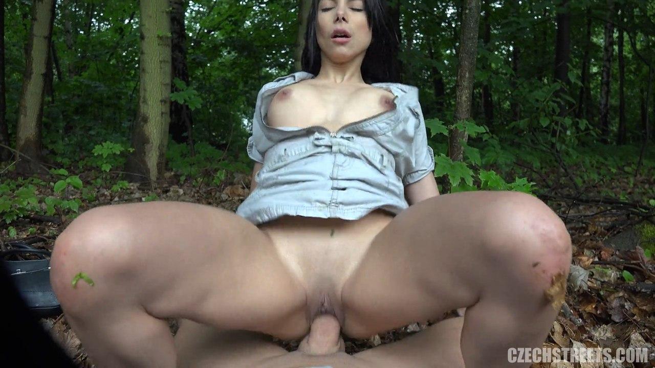 CZECH STREETS 97 (Грязный секс с брюнеткой в лесу)