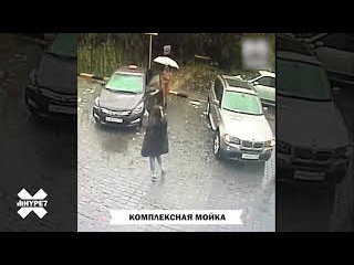 Девушка на спор приехала голой на автомойку. Давыдковская улица, Москва.