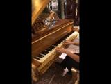 Джидда. Играю на рояле самого Элтона Джона.