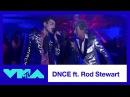 DNCE и Род Стюарт выступили с песней «Da Ya Think I'm Sexy» на церемонии награждения «MTV Video Music Awards».