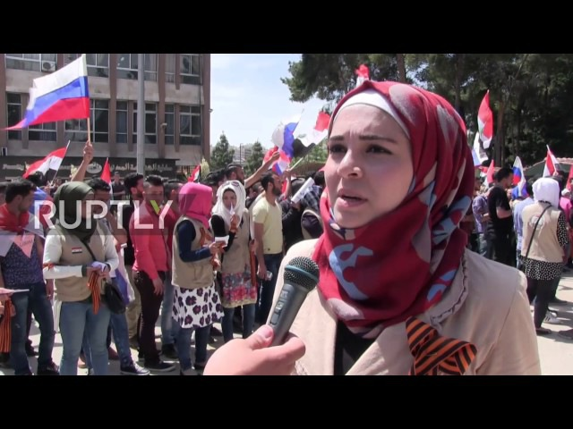 Syria Aleppo residents wear St. Georges ribbons in honour of Russias V-Day Опубликовано 8 мая 2017 г. youtu.beoLta60WkueE Scores of Aleppo residents were seen wearing St. Georges ribbons and waving Russian flags in central Ale