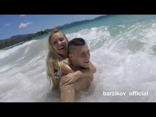 Елизавета Полыгалова и Иван Барзиков, как дети, прыгают по волнам Индийского океана