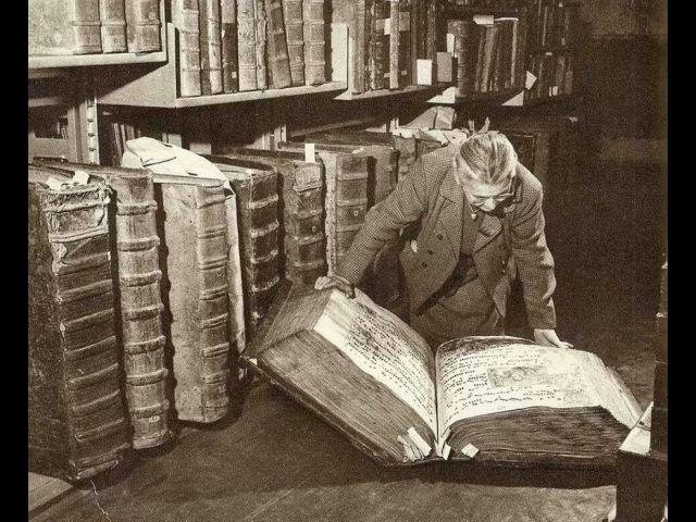 Книги гигантов. Гиганты с книжками