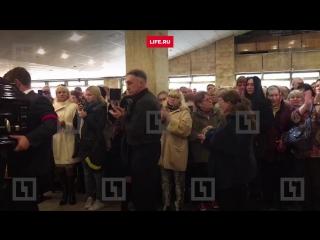 Сотни людей пришли проститься с актёром Дмитрием Марьяновым