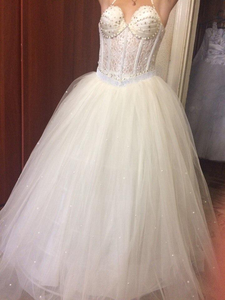 продажа свадебных платьев, (в наличии 40шт разных размеров и моделей),полушубок ,украшений для машин,по оптовым ценам.