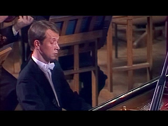 Mikhail Pletnev plays Rachmaninoff - Rhapsody on a Theme by Paganini (live in Moscow, 1983)