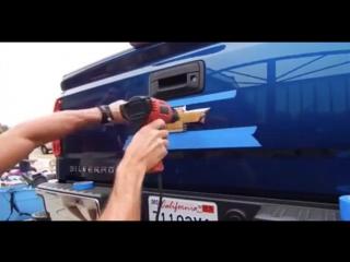 Как снимаю значки на авто