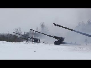 Тренировка артиллеристов ЗВО по созданию «огневых коридоров» с помощью систем залпового огня «Град» и гаубиц «Мста-Б»