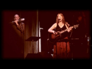 """Beth Nielsen Chapman sings """"Sand & Water"""""""