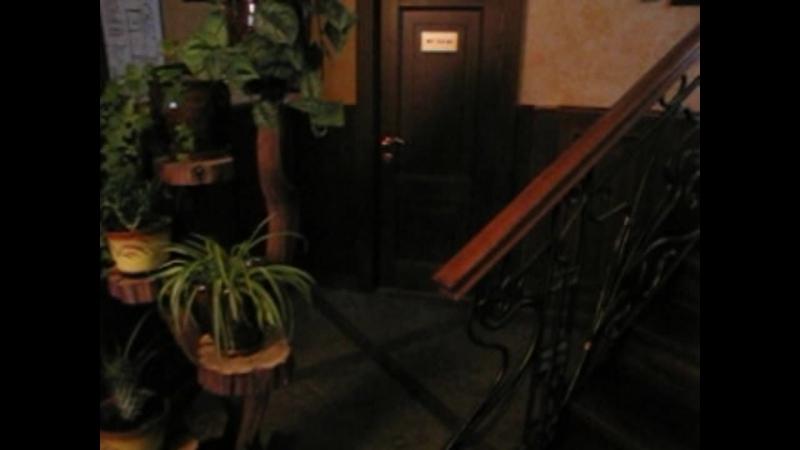 Лестница облицована массивом дуба.