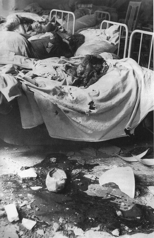 Пациенты ленинградской больницы, погибшие в результате немецкого артналета.