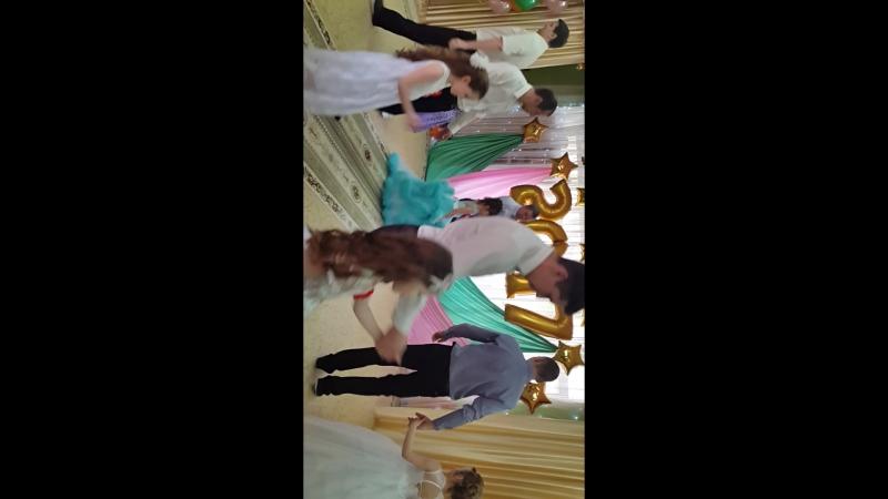 Танец папы и Сашули 😙😙😙