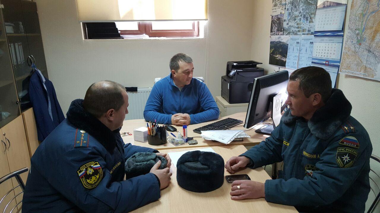 Сотрудники МЧС провели инструктажи по пожарной безопасности в Архызе