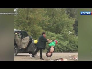 Учительницу из Пушкина, выбросившую мусор на дорогу, уволили с работы