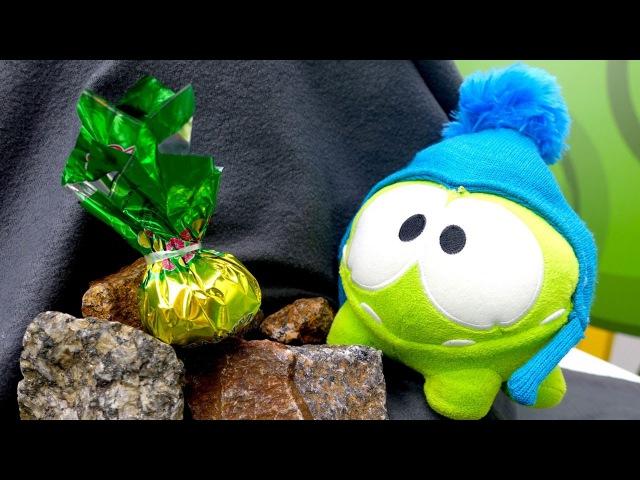 Видео для детей про игрушки. АМ НЯМ в горах ищет конфетки 🍬 Приключения Ам Няма