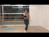 Мэделин Петш и Камила Мендес на репетиции танца из 1 сезона.