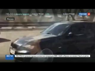 Свадьба золотой молодежи: BMW и Приора бодались за место за Роллс-Ройсом
