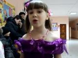 Девочка из детского дома поет песню о маме