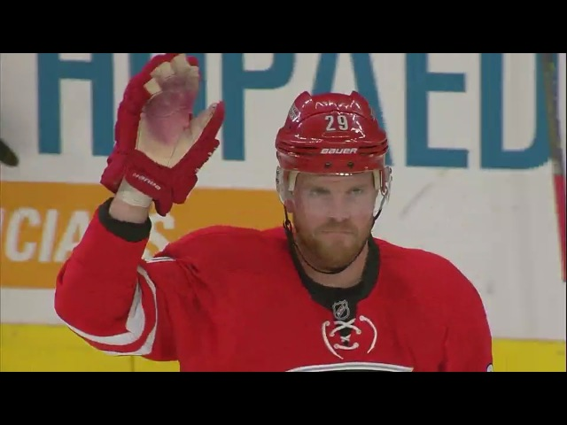 Bryan Bickell gets standing ovation in Carolina