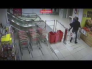 В Ростове насильник час преследовал свою жертву в закрытом супермаркете:
