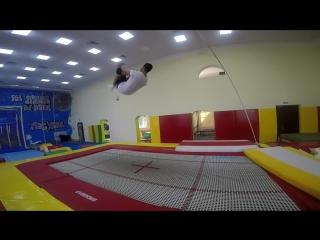 Прыжки на батуте (базовая акробатика)