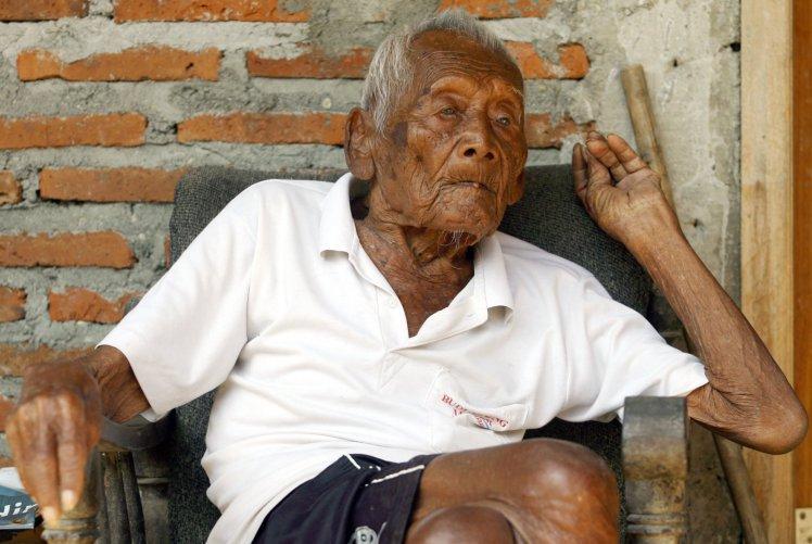 В Индонезии умер, возможно, самый старый человек в истории