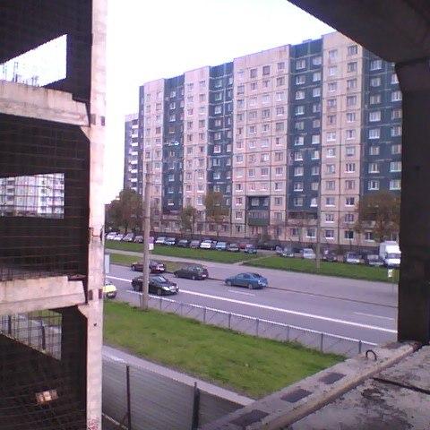 Вроде бы не отмеченное ранее заброшенное, недостроенное здание в Питере