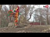 Директор зоопарка Одессы оделся в костюм петуха и спел песню