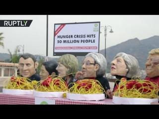 Активисты изобразили равнодушие лидеров G7 к проблеме голода