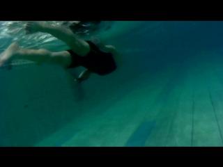 Фрог в бассейне Труд
