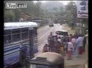 Автобус убивает в тайланде девушку