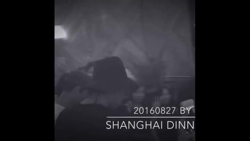 27.08.2016. Принц после ужина в шанхайском ресторане.