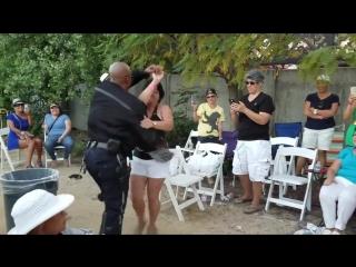Мастер-класс по сальсе от полицейского
