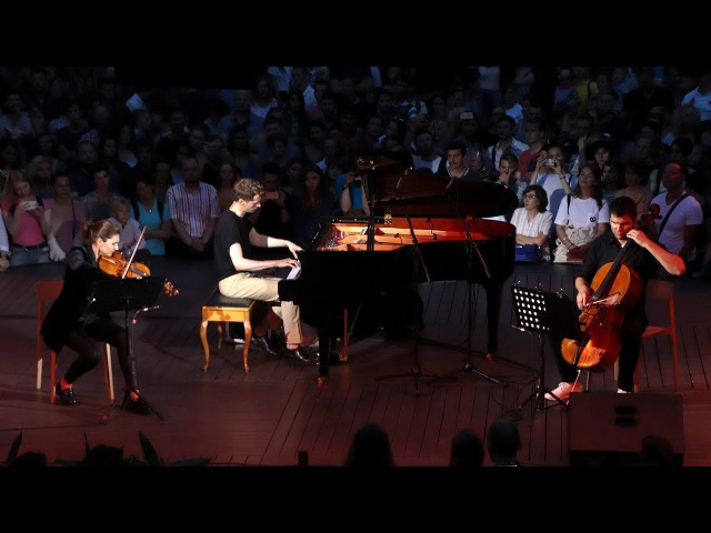 незабываемое окончание концерта Кирилла Рихтера в Новой Голландии!