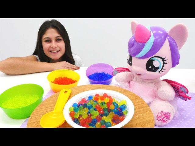My little Pony bebek bakma oyunu! Orbeez Suda şişen boncuk ÇORBAsı ve Kinetik Kum kurabiyesi YE!