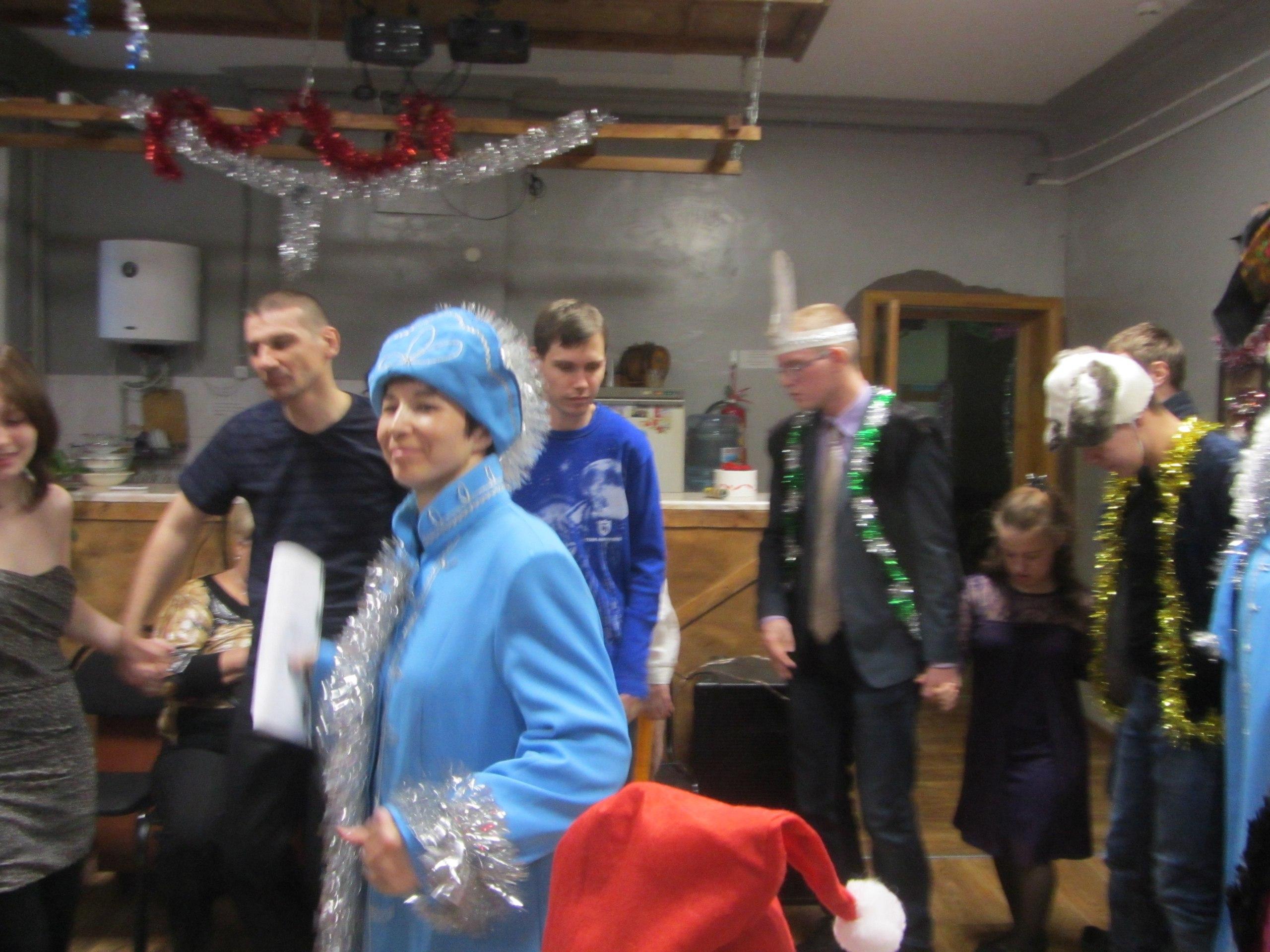 Дед Мороз, Баба-Яга и лесные обитатели в Клубе инвалидов Вера