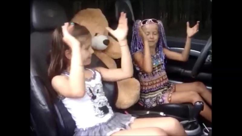 Мама Люба давай - девочки жгут в машине