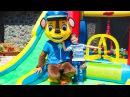 Гонщик Щенячий патруль Парк развлечений Горка Батут для детей Paw Patrol and kids outdoor play...