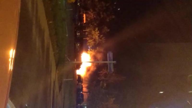 В ночь с 15 на 16 сентября на авиаторов между пятерочек сгорели 2 авто. Н@ТочК@ .