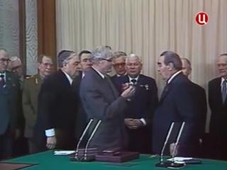 Очередное награждение Брежнева.