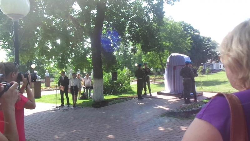 Открытие памятников в парке Гая (смена караула)