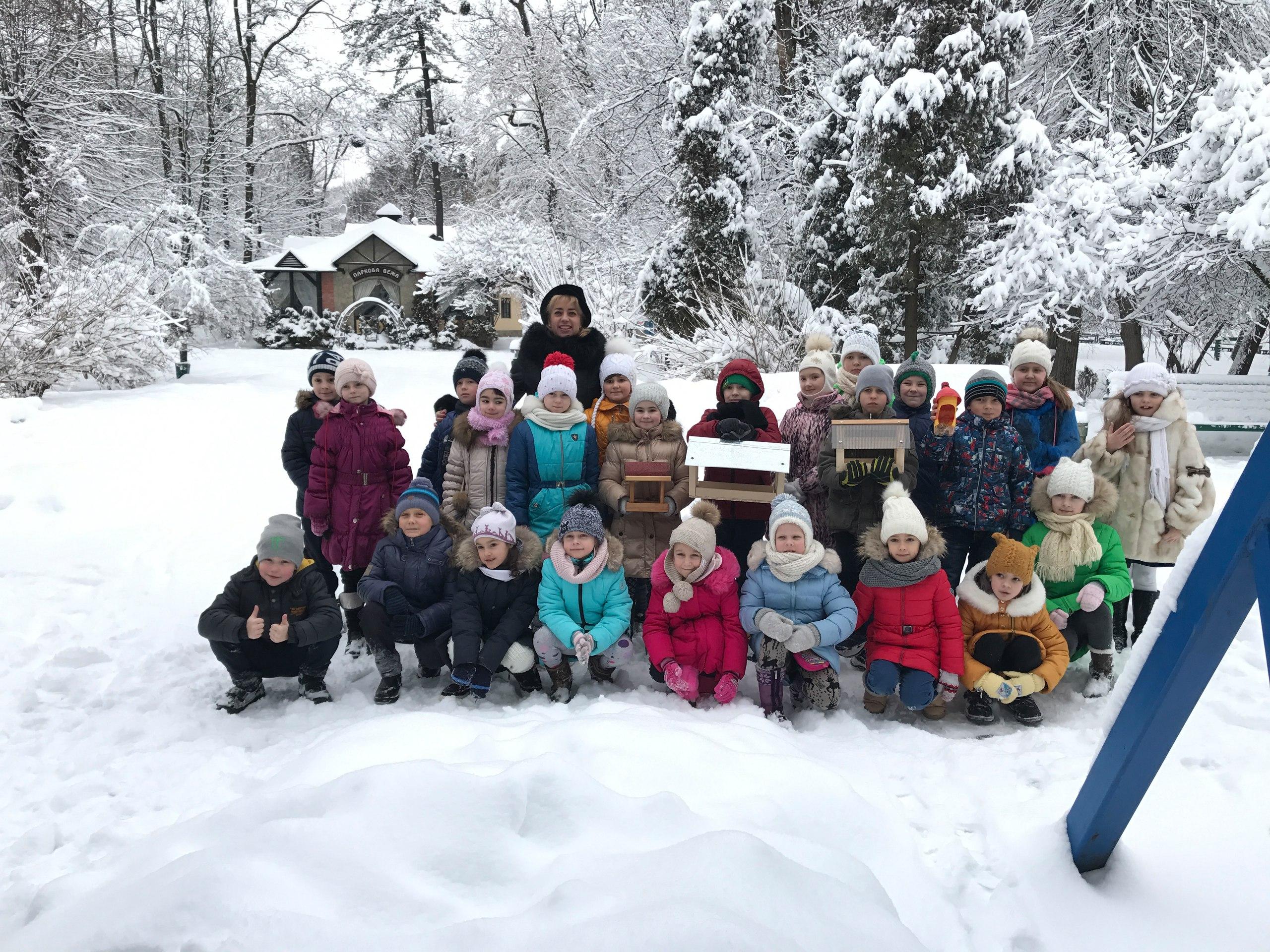 Чернівецькі другокласники змайстрували шпаківні та нагодували пташенят (ФОТО+ВІДЕО)