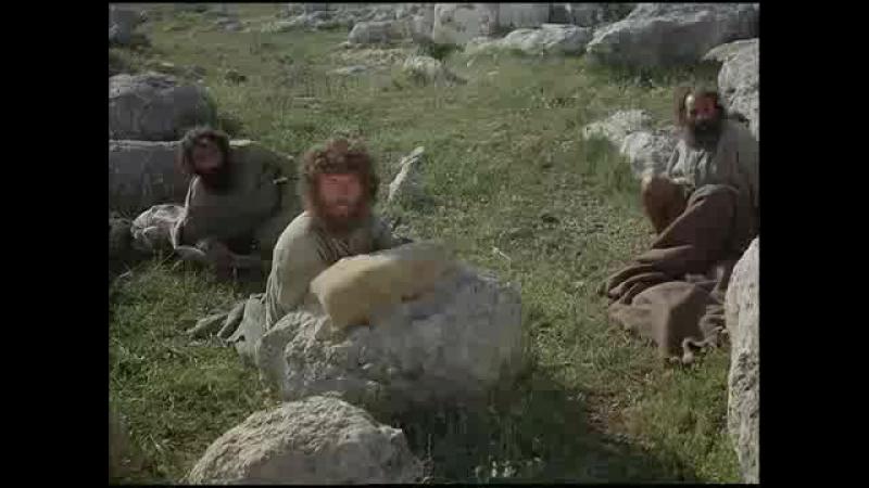 Иисус общается с голограммами людей а потом появляется НЛО