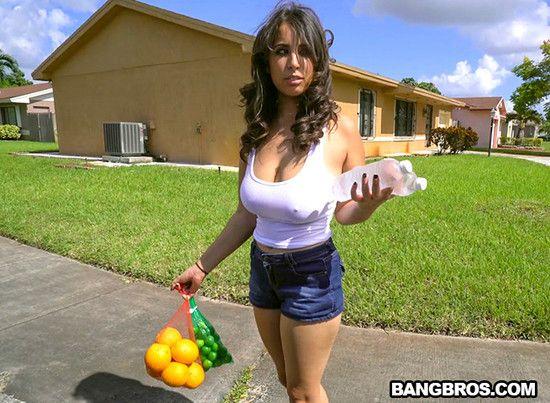 Nina Lopez slangs oranges and a fat ass