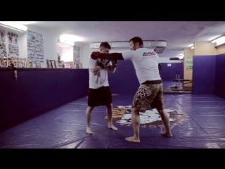 Роман Зенцов- работа руками по корпусу (правильная техника и тактика нанесения ударов)