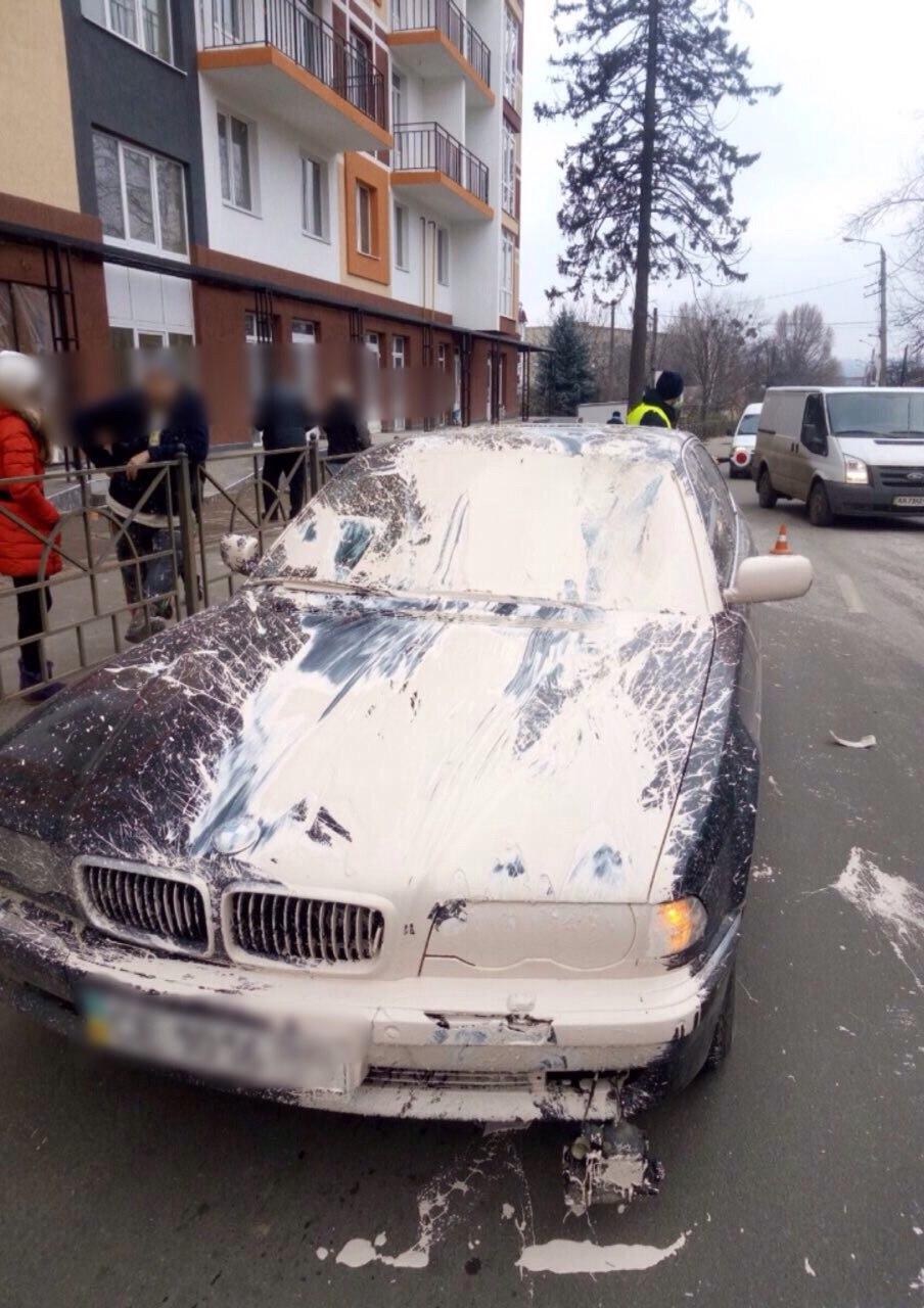 """На вулиці Каспрука водій """"BMW"""" збив ремонтника (ФОТО)"""
