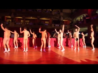 Ученики средней школы танцуют голыми