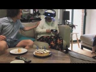 Бабушка в VR-очках