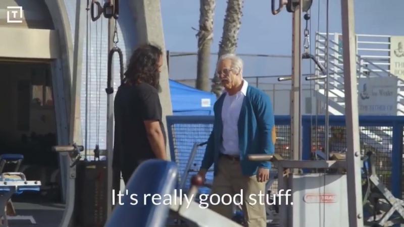 ПРАНК Кроссфитер в гриме старика, троллит качков на спортплощадке.