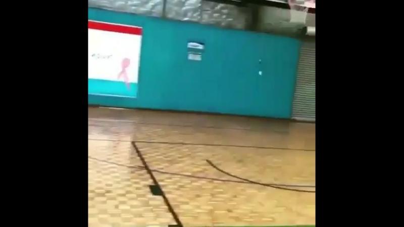 Сексуальная баскетболистка с большими шарами показывает на что способна
